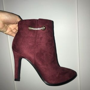 Never worn! I just have too many shoes!